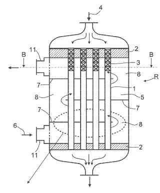 Intercambiador de calor de haz de tubos y procedimiento para eliminar sustancias disueltas a partir de una disolución de polímero mediante desgasificación en un intercambiador de calor de haz de tubos.