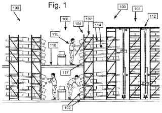 Estantería de almacenamiento con un bastidor de apoyo para la fijación de un listón de transporte.