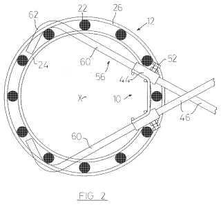 Un conjunto de una jaula de refuerzo y a un método para construir parte de una estructura de hormigón armado.