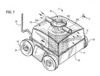 Un aparato de limpieza robótico autopropulsado para la limpieza de la superficie sumergida de una piscina o un depósito.