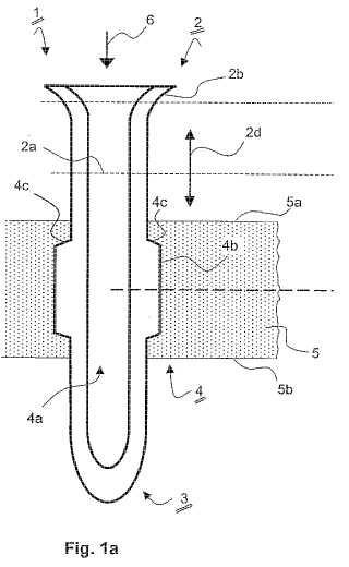 Clavija de enchufe moldeada mediante procedimiento de extrusión.
