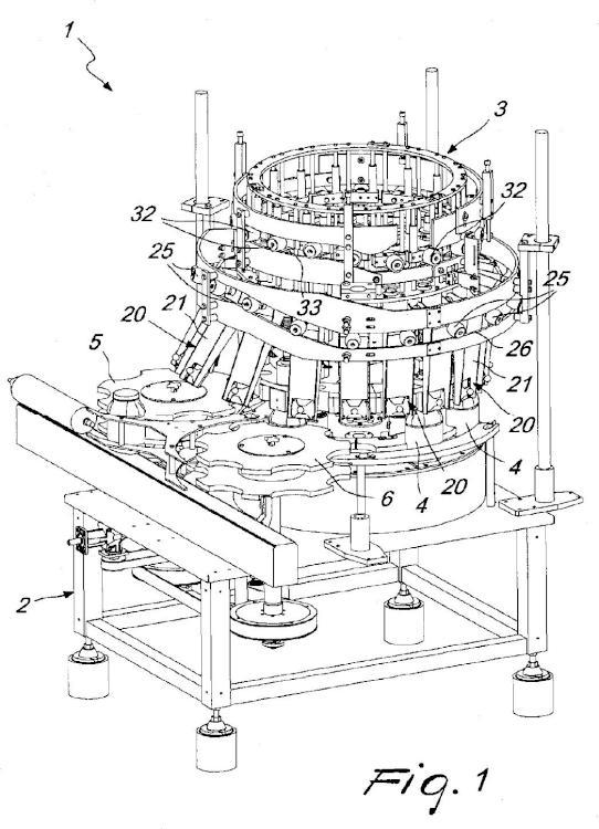 Máquina de llenado para embalar productos sólidos, en particular pepinos y similares.