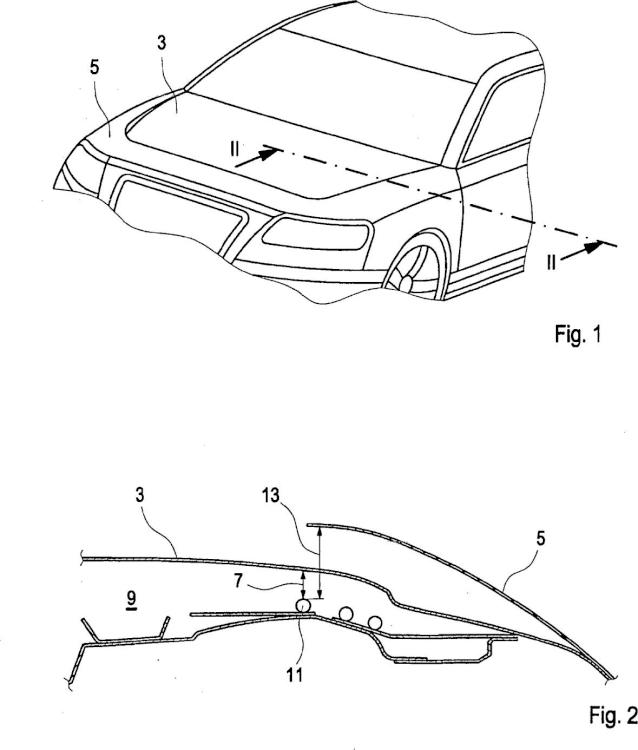 Vehículo motorizado con un capó frontal.
