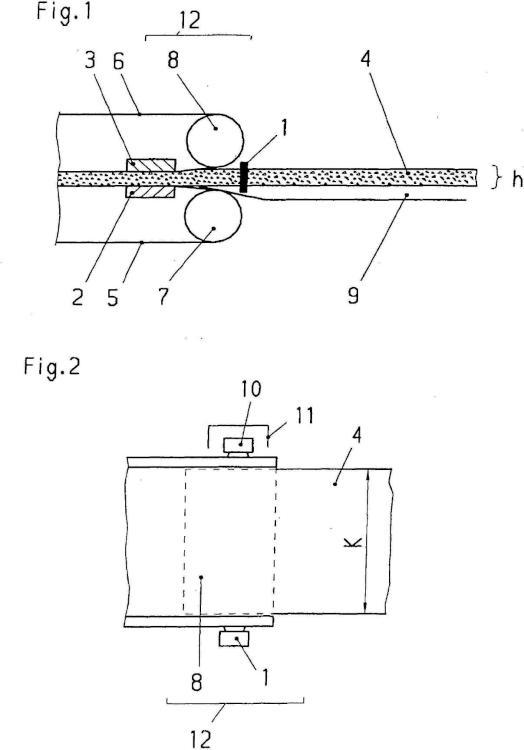 Instalación de seguridad para una prensa de funcionamiento continuo en la fabricación de planchas de material.