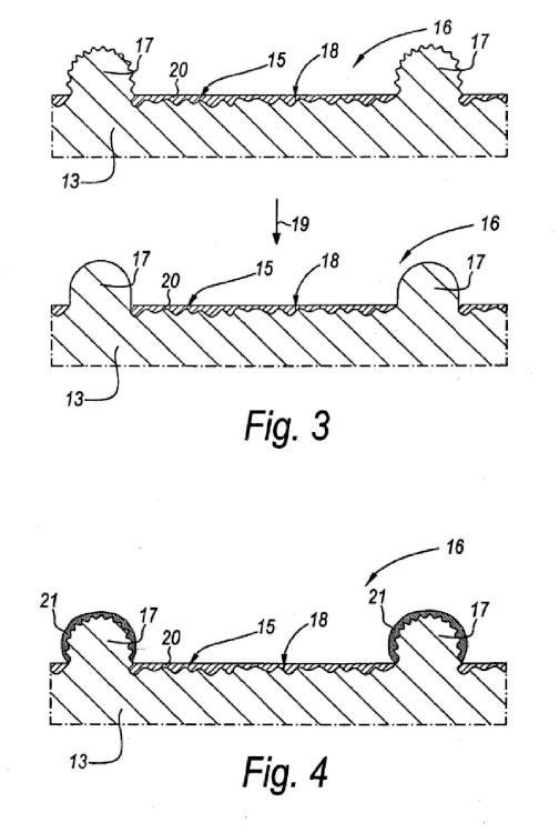 Procedimiento de fabricación de paneles recubiertos y un elemento de prensa.