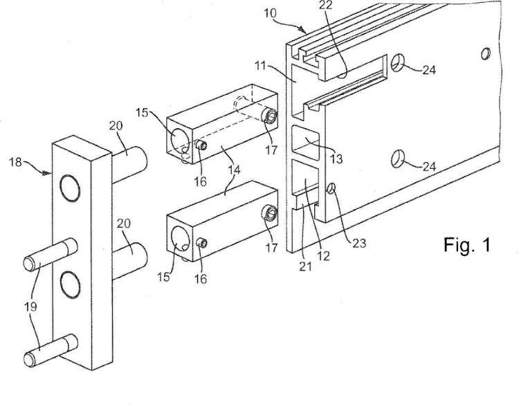 Disposición de fijación y procedimiento de montaje para el montaje de una placa de soporte en un orificio de paso entre paredes.