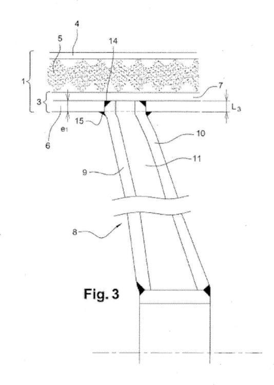 Cisterna que comprende un tabique empotrado.