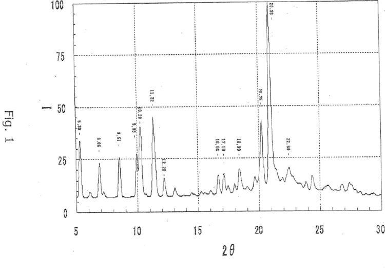 Forma cristalina estable de carbonato de 2-etil-3,7-dimetil-6-(4-(trifluorometoxi)fenoxi)quinolin-4-il-metilo, método de producción de la misma, y composición química agrícola que contiene cristales de la misma.