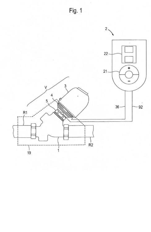 Válvula reguladora y control de la circulación montado con ésta para un circuito de agua caliente.