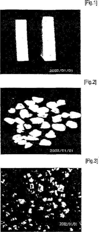 Mármol artificial con un efecto de cuarzo que usa viruta transparente y procedimiento de preparación del mismo.
