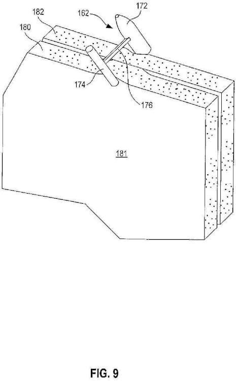 Conjunto de fijación de tejido que tiene dispositivos de fijación preposicionados y procedimiento.