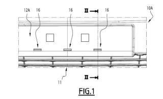 Revestimiento de parachoques, en particular para vehículo automóvil, que comprende unas fijaciones estandarizadas para una rejilla de entrada de aire.