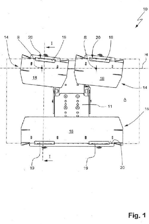 Instalación para la disposición de una protección de los cantos en un paquete.