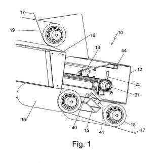 Máquina para el tratamiento de una lámina de cartón, papel o similares.