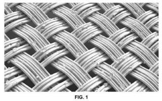 Composición repelente y biocida microencapsulada con acción de doble repelencia, prenda textil que la comprende y uso de dicha prenda.