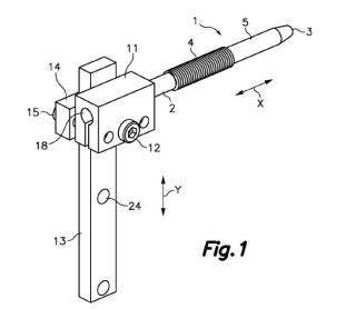 Dispositivo de tope para el doblado de solapas en planchas de material laminar semirrígido.
