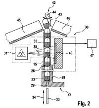 Dispositivo sensorial para una máquina empaquetadora configurada como máquina de llenado y cierre de cápsulas o para un dispositivo de control de cápsulas.