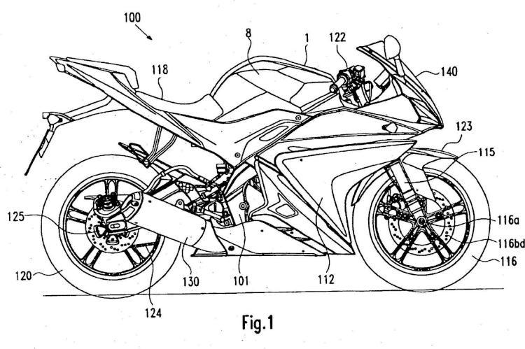 Conjunto de depósito de carburante para una motocicleta y una motocicleta equipada con dicho conjunto de depósito de carburante.