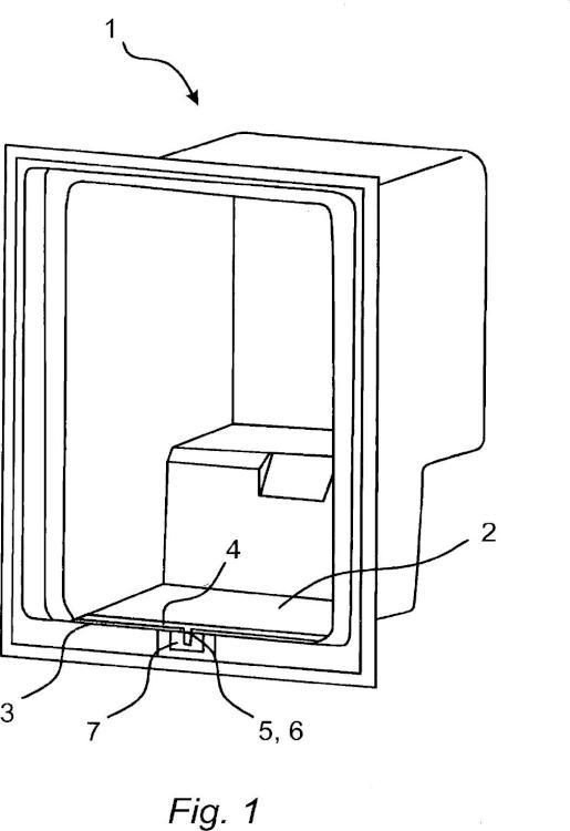 Aparato refrigerador con un dispositivo de vertido para recibir agua de condensación en forma de gotas.