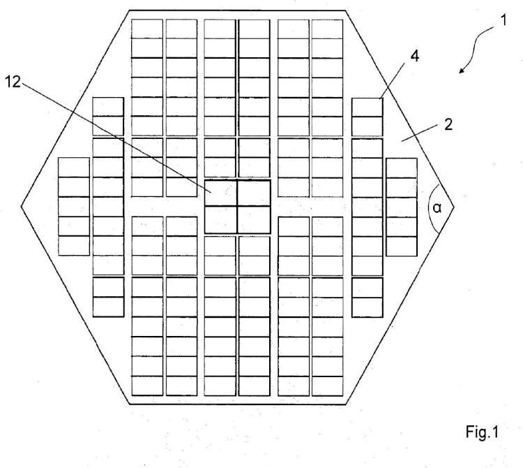 Plataforma flotante para el montaje de módulos solares en un cuerpo de agua.