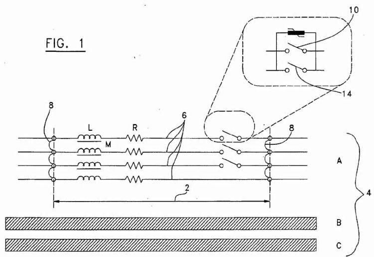 Aparato de conmutación y procedimiento para variar una impedancia de una línea de fase de un segmento de una línea de alimentación eléctrica.