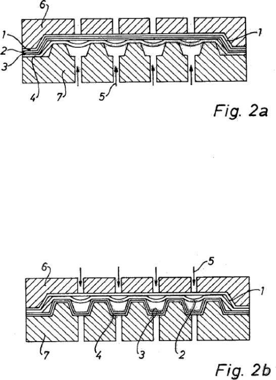 Procedimiento de fabricación de una pieza de revestimiento estructural de peso ligero y pieza de revestimiento estructural de peso ligero producida.