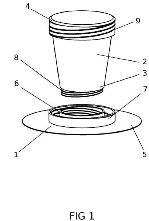 Posavasos acoplable por rosca a la base y tapa de un vaso.