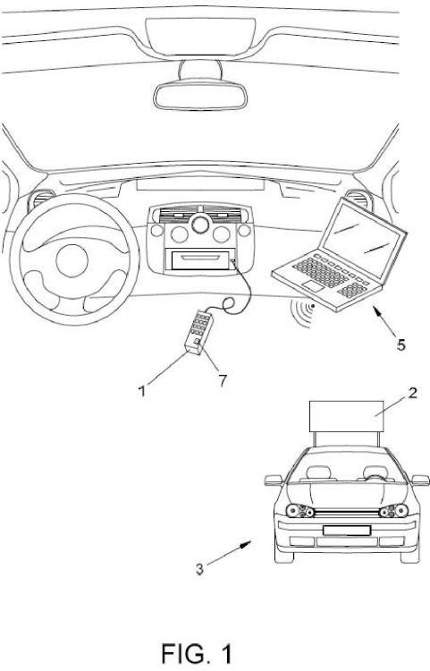 Dispositivo de sincronización de mensajes en carteles de vehículos.