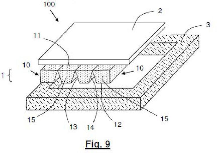 Placa de revestimiento multicapa para superficies de apoyo horizontales y procedimiento para su fabricación.
