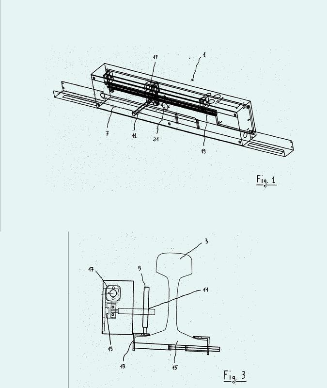 Sistema y método para controlar y almacenar simultáneamente los parámetros físicos durante las operaciones de ajuste de las tensiones internas para la instalación del carril largo soldado.
