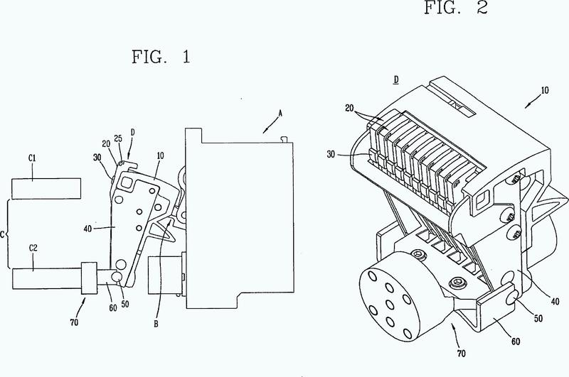 Contactor móvil de disyuntor y método de fabricación para un dedo del mismo.