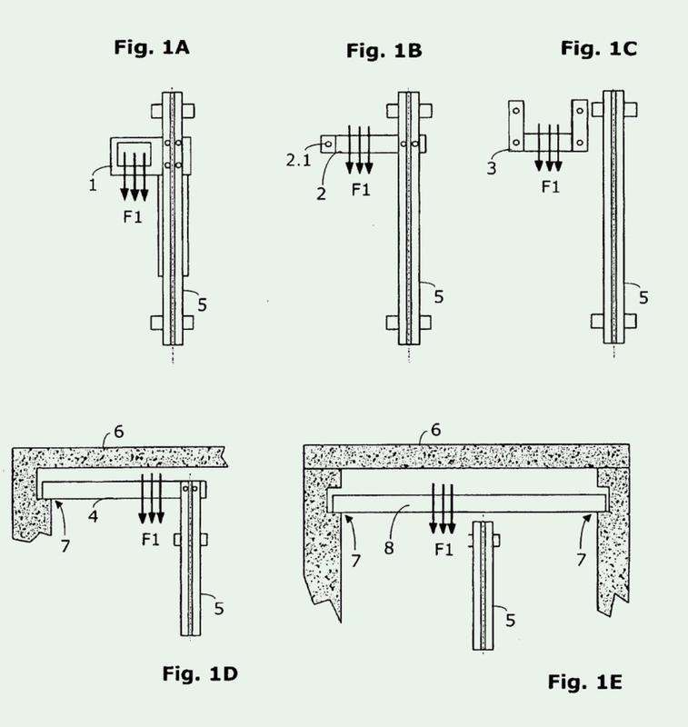 Instalación de ascensor con punto fijo de elemento de suspensión de cargas dependiente de la carga.