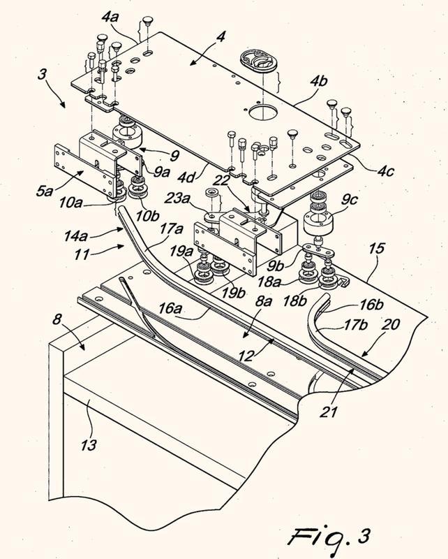 Dispositivo para hojas de puerta deslizantes con cierre coplanar, particularmente para muebles y similares.