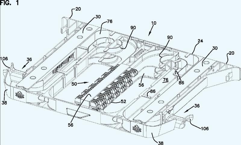 Mecanismo de montaje para montar un chasis de telecomunicaciones en un aparato de comunicaciones.