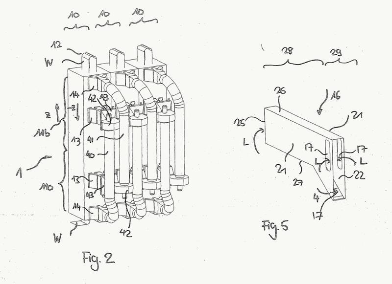 Dispositivo y procedimiento para el tratamiento térmico de estructuras planas transportadas en continuo.