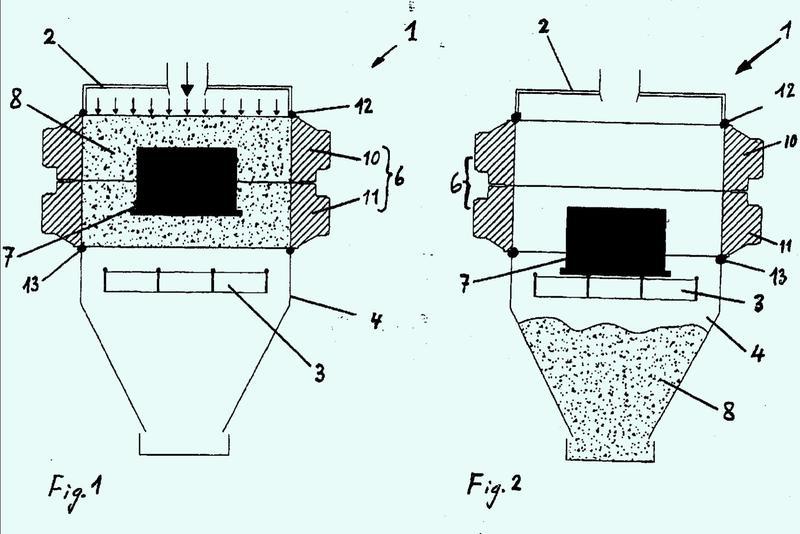 Dispositivo y procedimiento para desmoldear y desarenar piezas de fundición en molde.