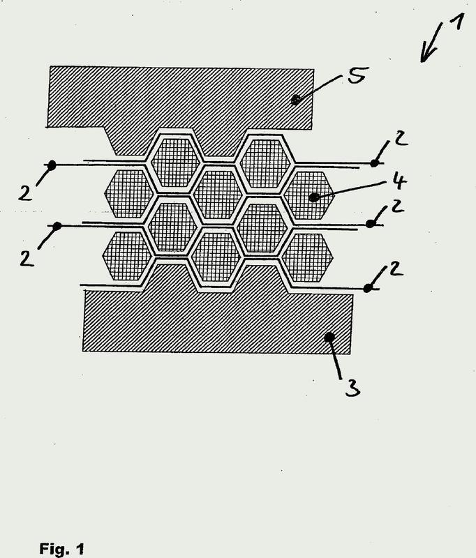 Procedimiento para fabricar una estructura de nido de abeja a partir de un semiproducto fibroso.