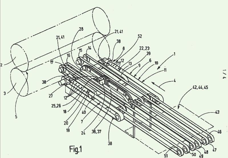 Dispositivo para alimentar en posición exacta productos en forma de planchas, así como procedimiento correspondiente.
