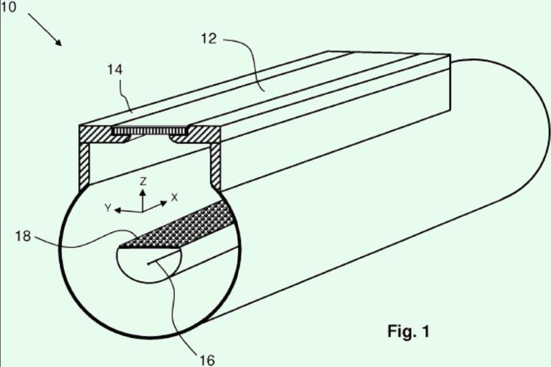 Conjunto y método para reducir arrugas en una lámina metálica.
