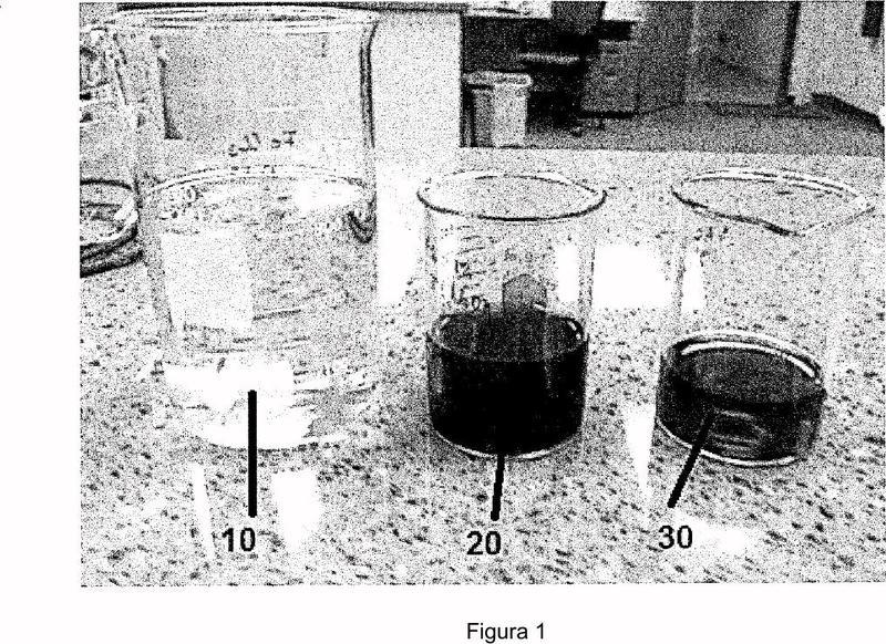 Métodos para retirar material férreo de un convertidor catalítico empleando una solución acuosa alcalina y un antioxidante.