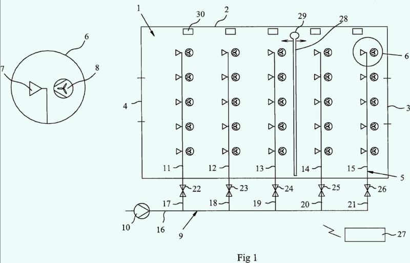 Disposición de alojamiento de animales y método para controlar un sistema de refrigeración de la misma.