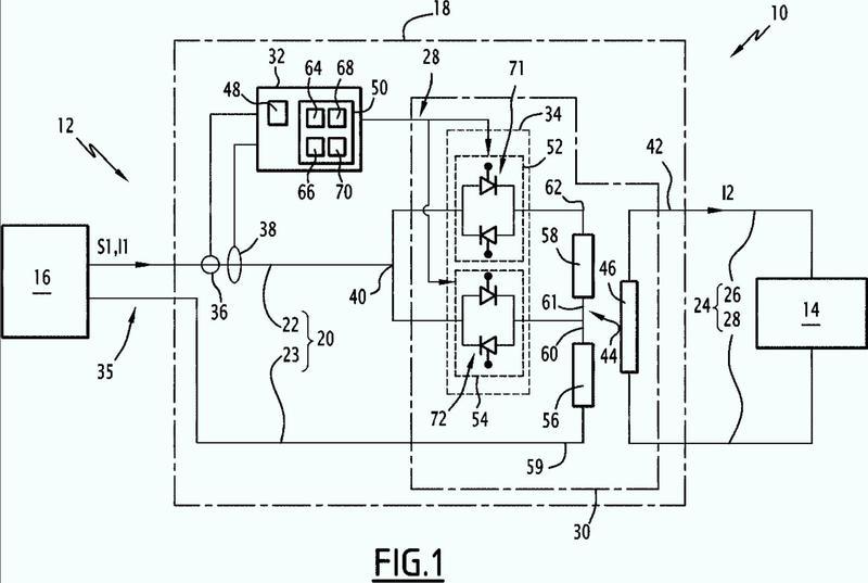 Dispositivo de adaptación de una señal de alimentación eléctrica, sistema de alimentación eléctrica y procedimiento de adaptación de una señal de alimentación eléctrica asociados.