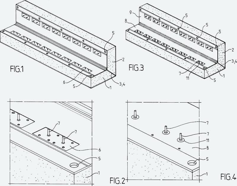 Estructura de esquina de un depósito estanco y térmicamente aislante para almacenamiento de un fluido.