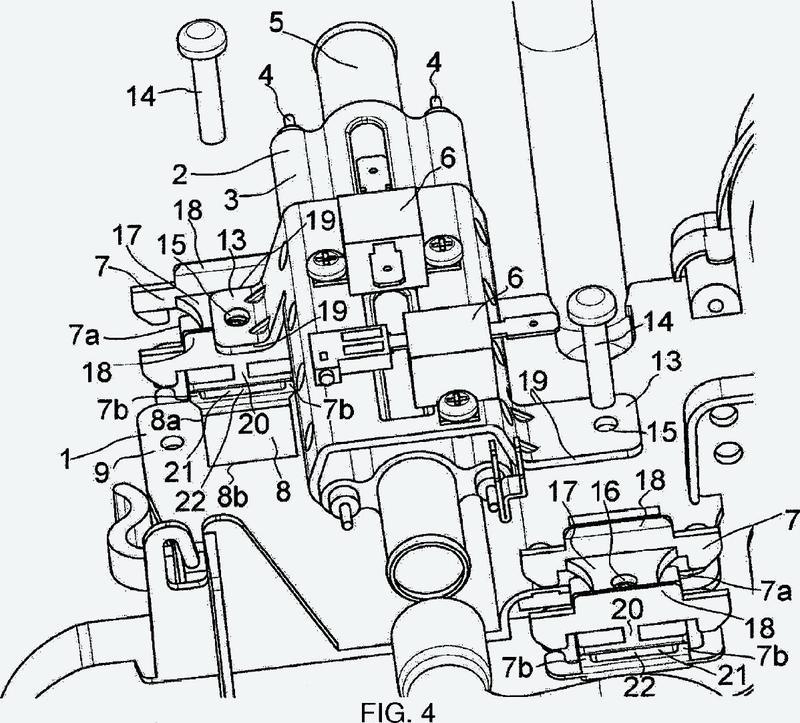 Aparato electrodoméstico que comprende medios de fijación de un generador de vapor sobre un chasis.