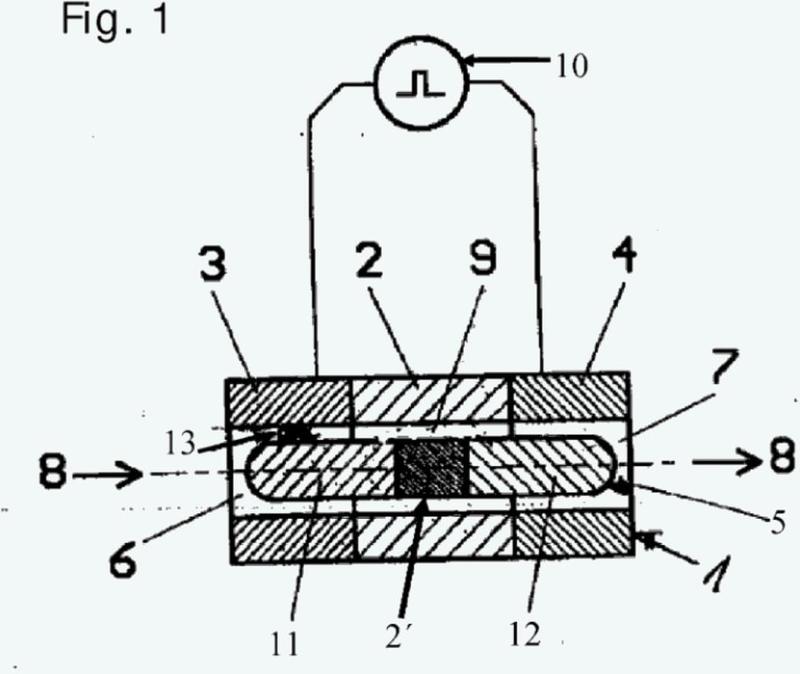 Dispositivo y procedimiento para el tratamiento por impulsos de alto voltaje en el intersticio anular.