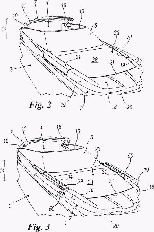 Barco con un toldo rígido retráctil móvil.
