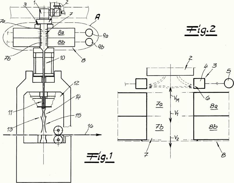 Dispositivo y procedimiento para la fabricación de una banda de velo de hilatura de filamentos.