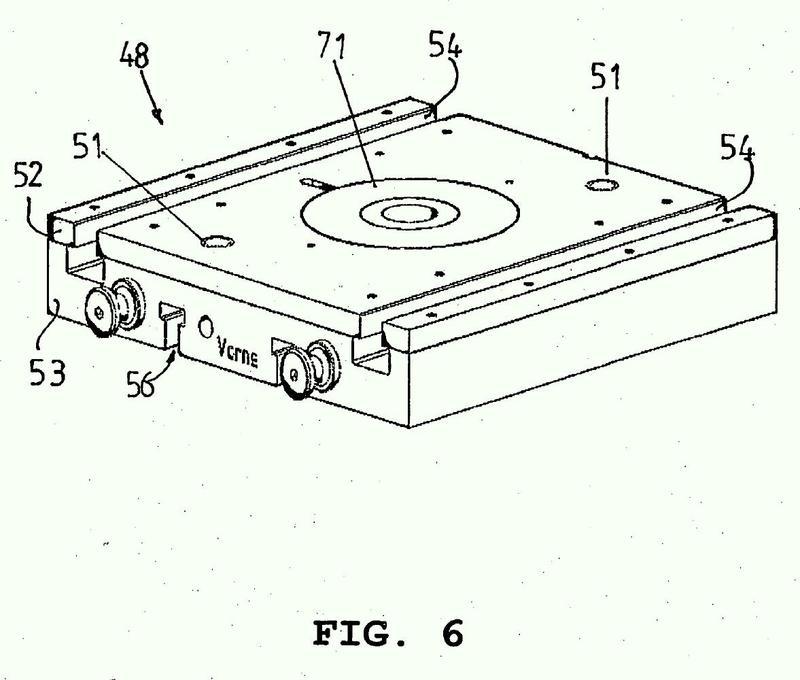 Dispositivo y procedimiento para prevenir la rotura de una herramienta en el corte de precisión y/o al conformar una pieza.