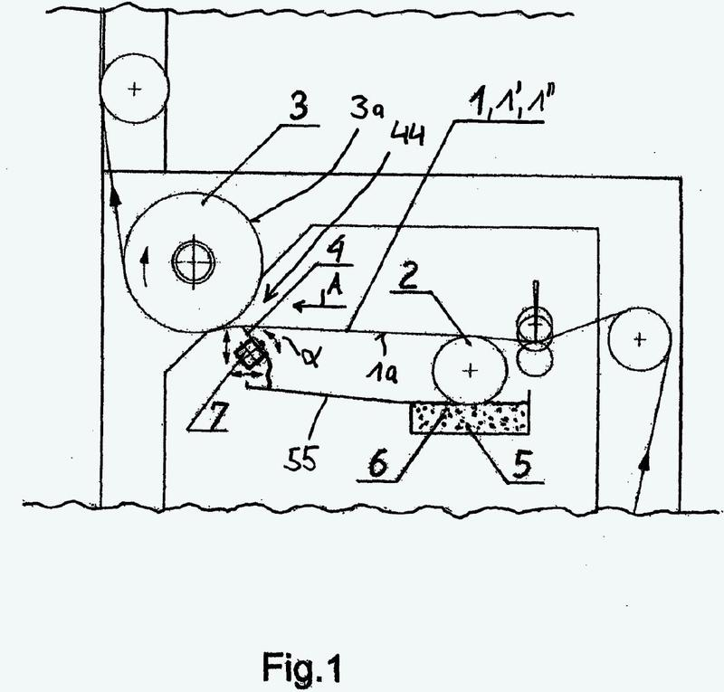 Procedimiento para fabricar una banda de material mono o multicapa que puede imprimirse, así como una instalación asociada para fabricar una tal banda de material.