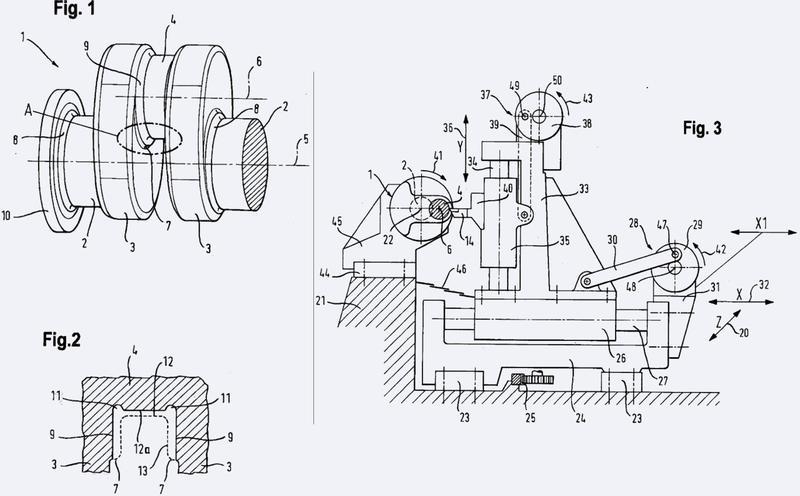 Máquina y procedimiento para el torneado de al menos rebordes planos de un cigüeñal que rodean pivotes de cojinete de elevación.